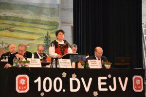 ZP Karin Niederberger führt souverän  durch die DV.