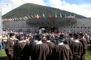 Eidg. Jodlerfest 2014 Davos: Jodler vor Kongresszentrum